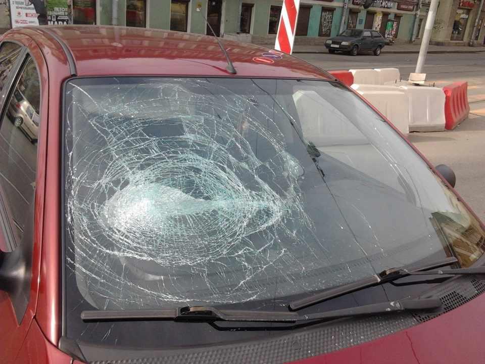 Повреждение лобового стекла