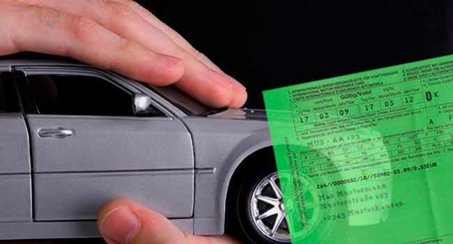 Машина и зеленая карта